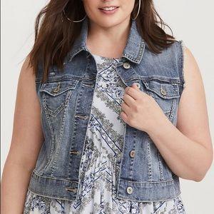 TORRID women's distressed denim vest size 4 blue